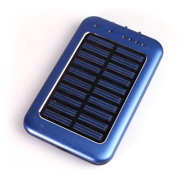 Solární nabíječka s vestavěnou 2600mAh Li-Pol baterií a LED svítilnou